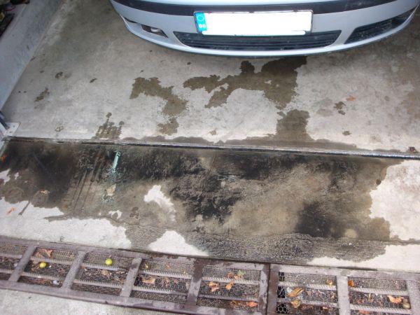 Това са остатъците след измиване на радиатора на автоклиматика.